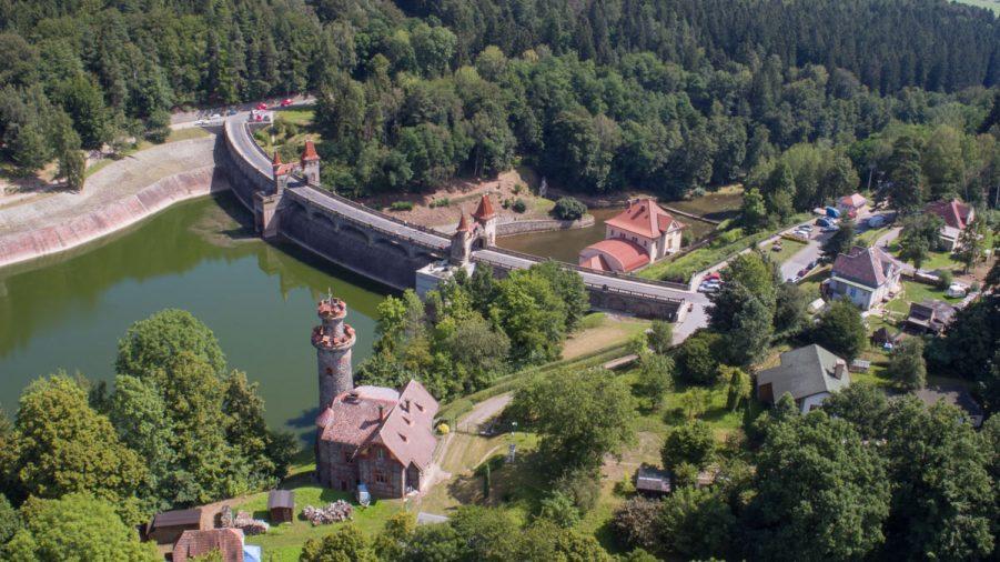 """De stuwdam """"Les Kralovstvi"""" in Bila Tremesna"""